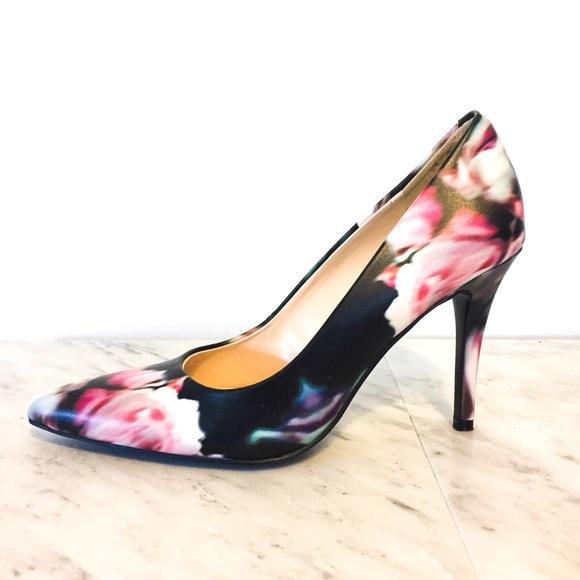 f77e866a5aa8fb NWOT Nine West Floral Pump Heels. M 5a6baddadaa8f66750c267a2